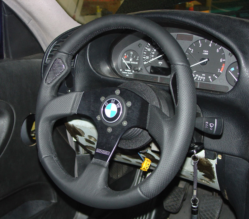 Pic5 01 bmw e36 3 series steering wheel removal and replacement (1992 BMW 2002 Steering Wheel at bakdesigns.co