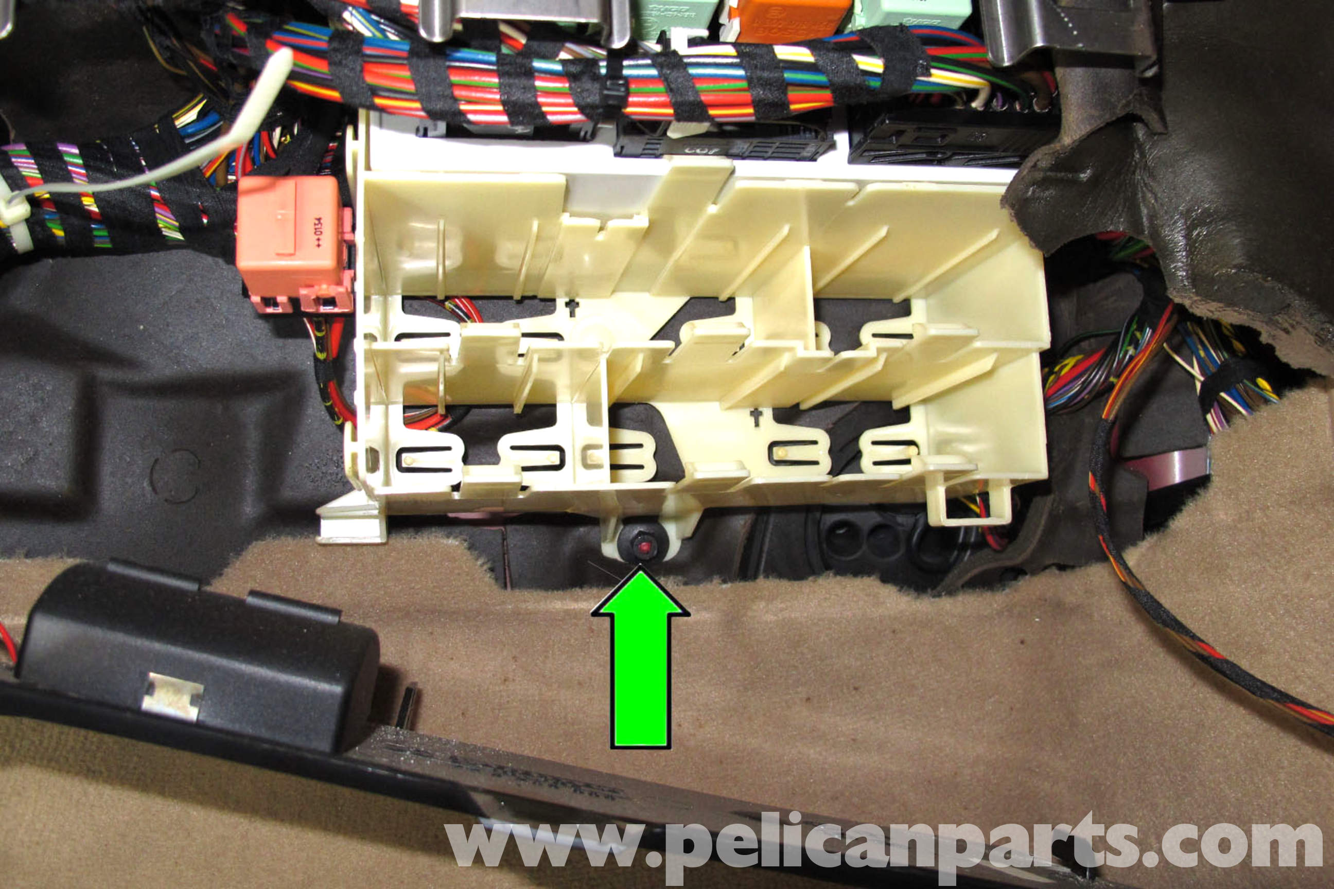 1985 vw golf fuel pump relay location