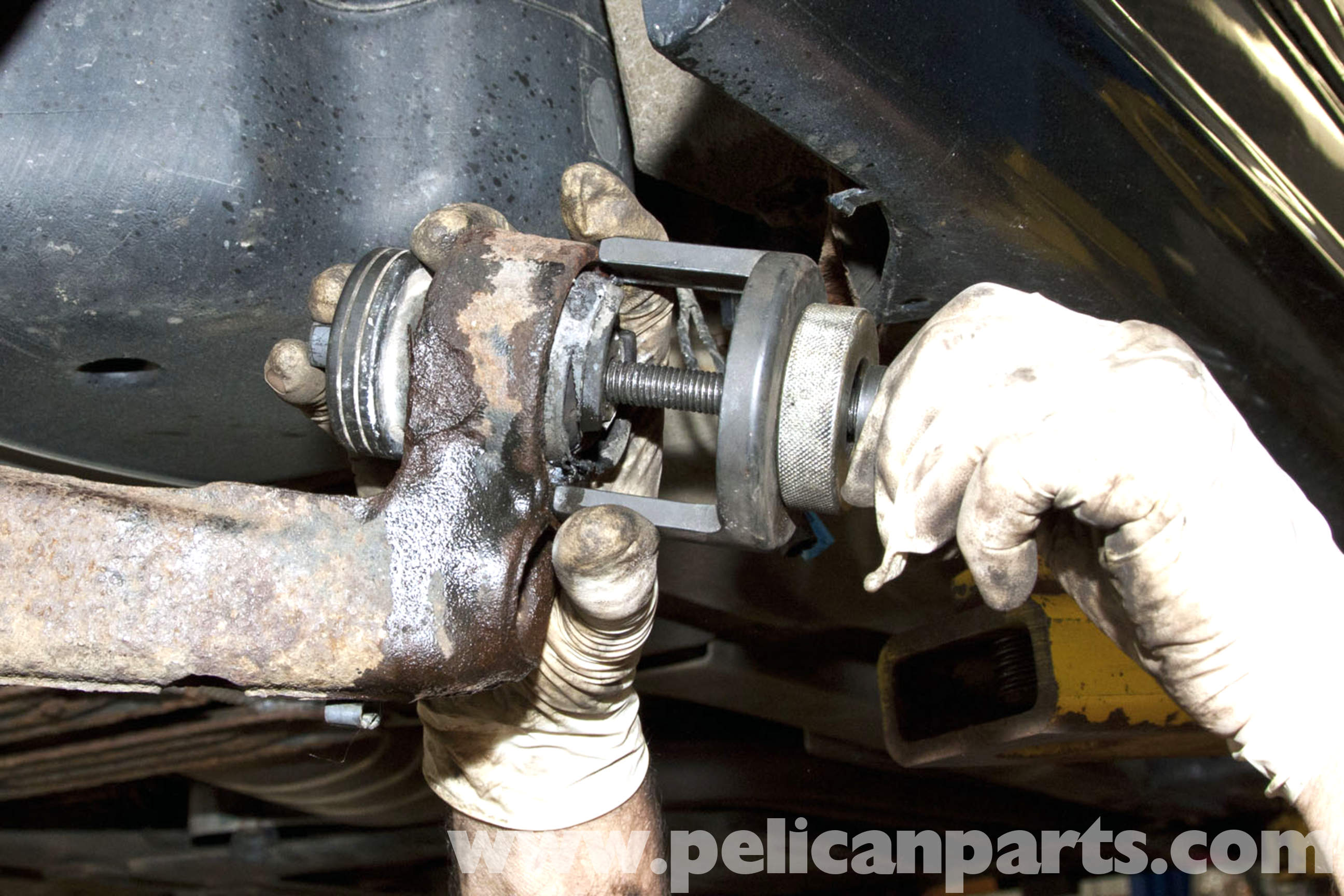 how to change right rear shock in a 2008 civic