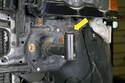 Если требуется регулировка высоты бампера, вы можете поднять или опустить бампер, повернув регулятор высоты в опоре бампера.