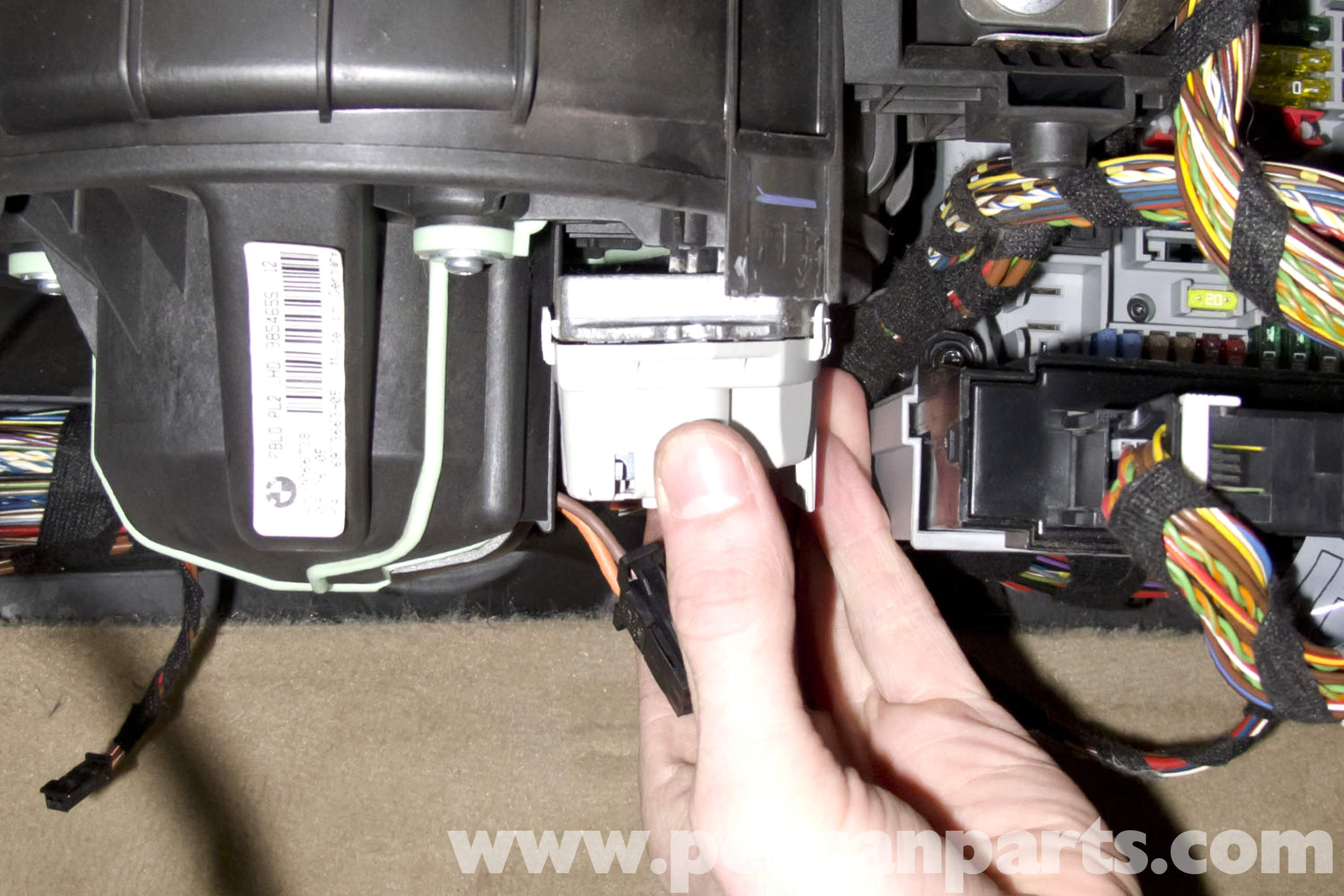 pic11 bmw e90 blower motor replacement e91, e92, e93 pelican parts BMW 328I Fuse Box at fashall.co