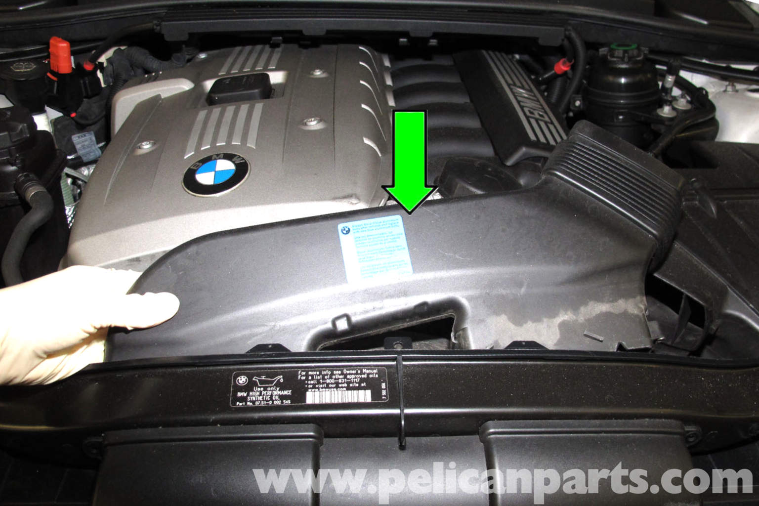 bmw e90 cooling fan replacement e91 e92 e93 pelican parts diy rh pelicanparts com bmw 3 series e90 fuse box location 2012 bmw 3 series fuse box location