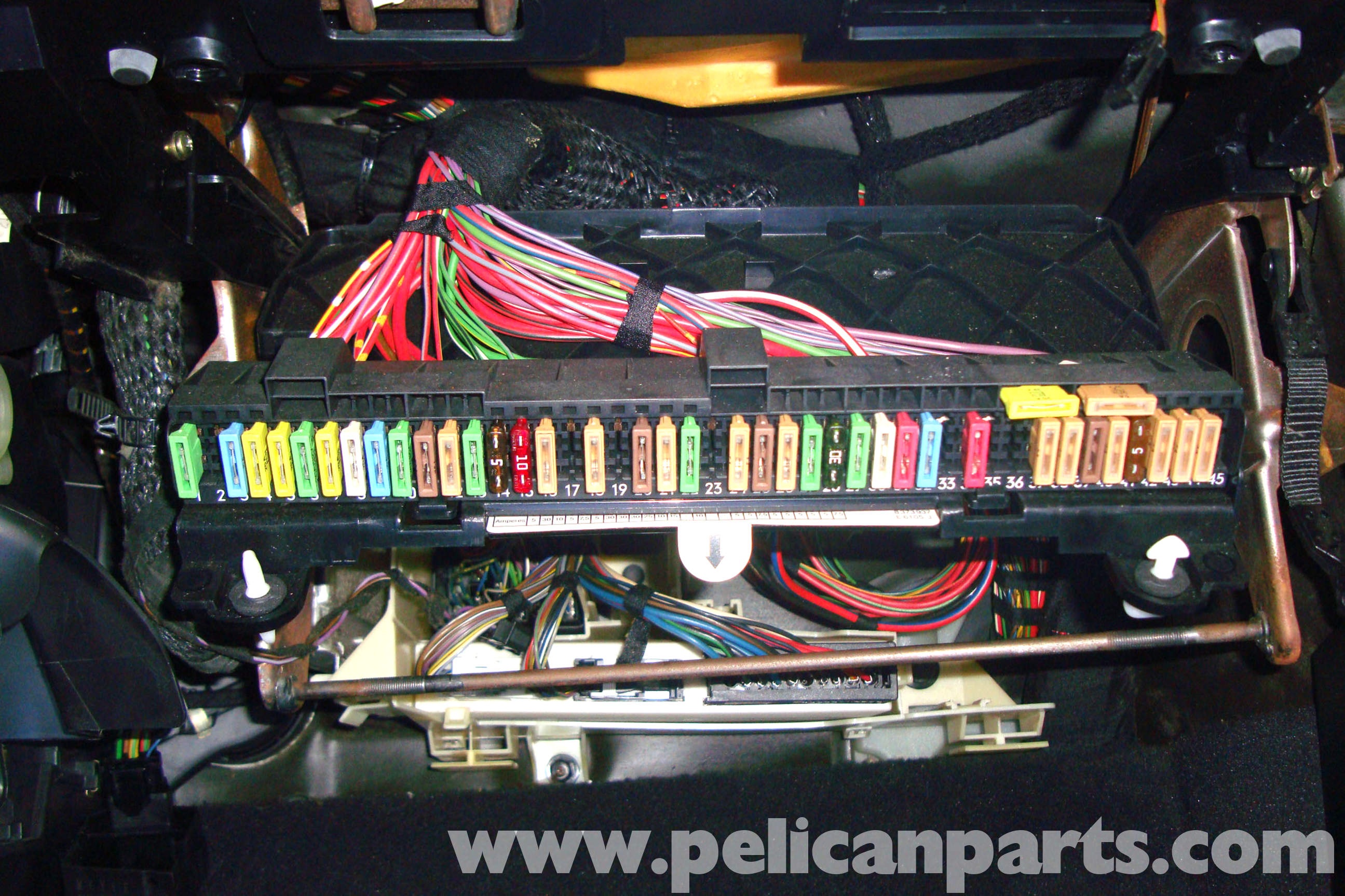 pic01 bmw e39 5 series blower motor testing 1997 2003 525i, 528i, 530i Highlander Fuse Box at crackthecode.co