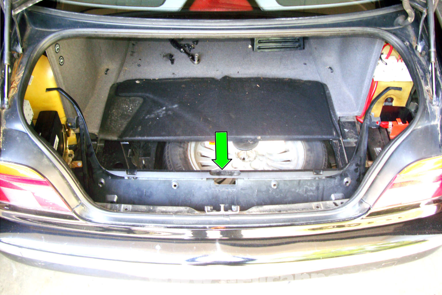 Pic on 2003 Bmw 525i Battery Location