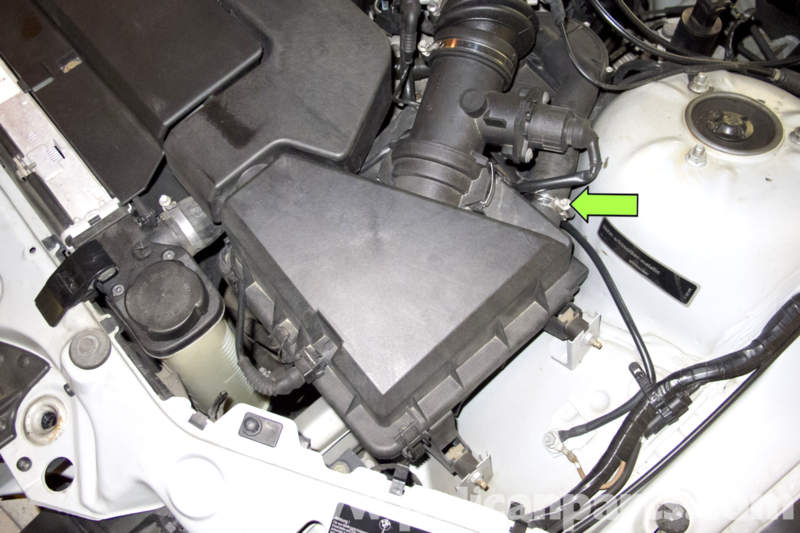 Bmw Z3 Mass Air Flow Maf Sensor Replacement 1996 2002 Pelican Parts Diy Maintenance Article