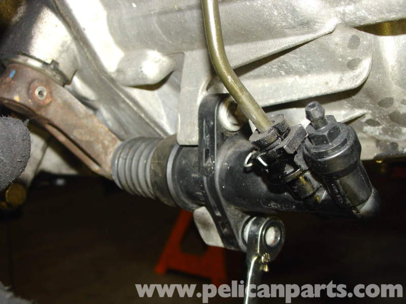 Now remove the steering wheel puller from the clutch slave cylinder