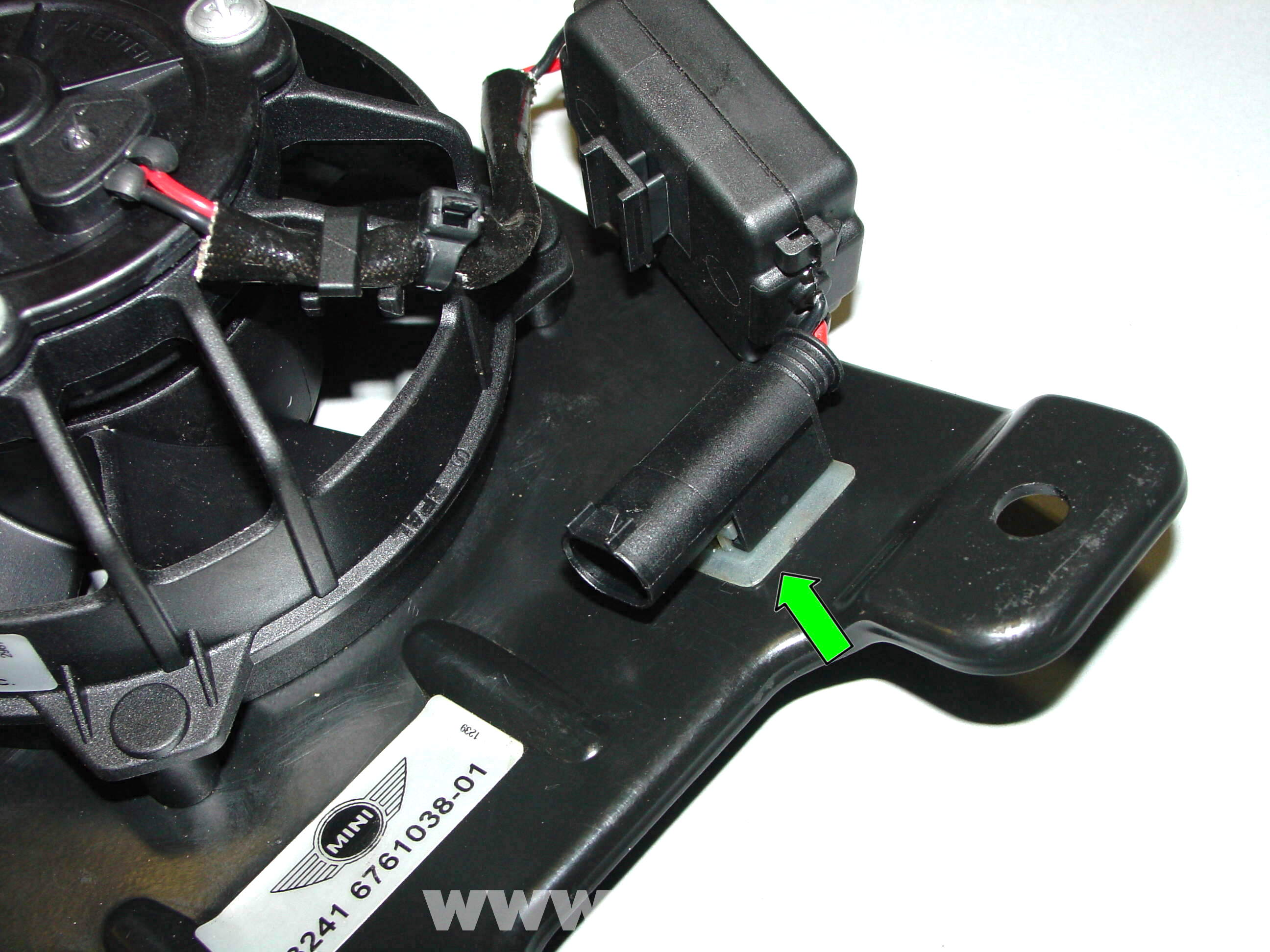 pic07 pelican technical article power steering fan replacement r50 r50 mini cooper wiring diagram at eliteediting.co