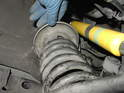 Take the upper plate of the compressor for the front spring and place it as high up on the spring as possible.