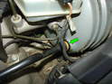 Now pull the hose out of the brake booster by rocking it back and forth (green arrow).