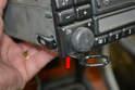 Como retirar o rádio da 230E sem machucar o painel?? Pic04