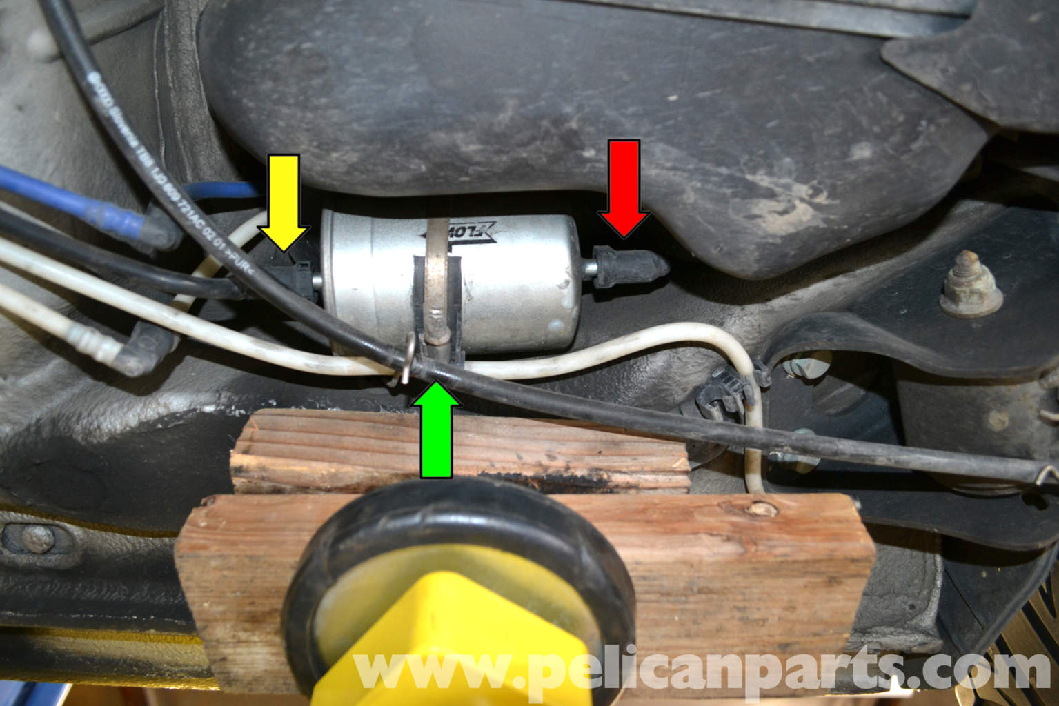 vw 2004 2 0 fuel filter location